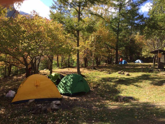 テントでキャンプ