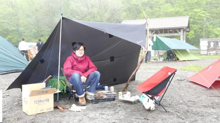 キャンプを楽しんでいる人2