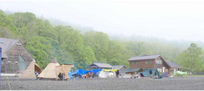 コテージとテントがある風景