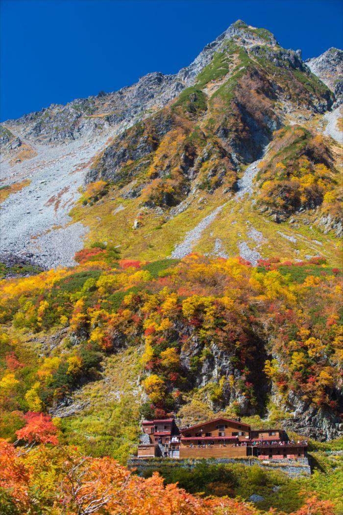 大きな山にある山小屋