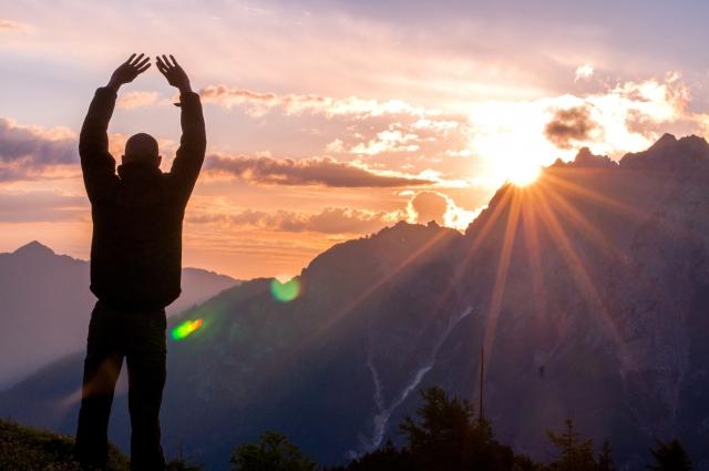 山から眺める夕日