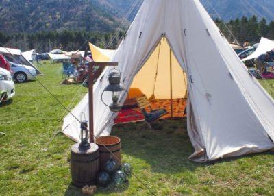 キャンプ場とテント