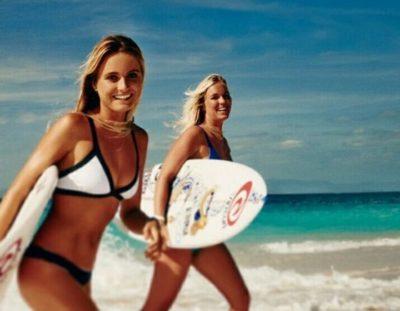 サーフィン初心者の女子必見!気になるメイクや服装や生理のこと