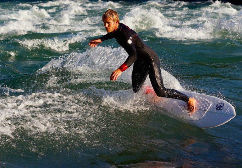 サーフィン用ウェットスーツおすすめブランド10選!定番・日本発・デザイン・レディース向け